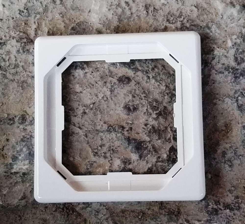 Merten Octocolor 1-fach Rahmen / polarweiß / Steckdose / Dimmer