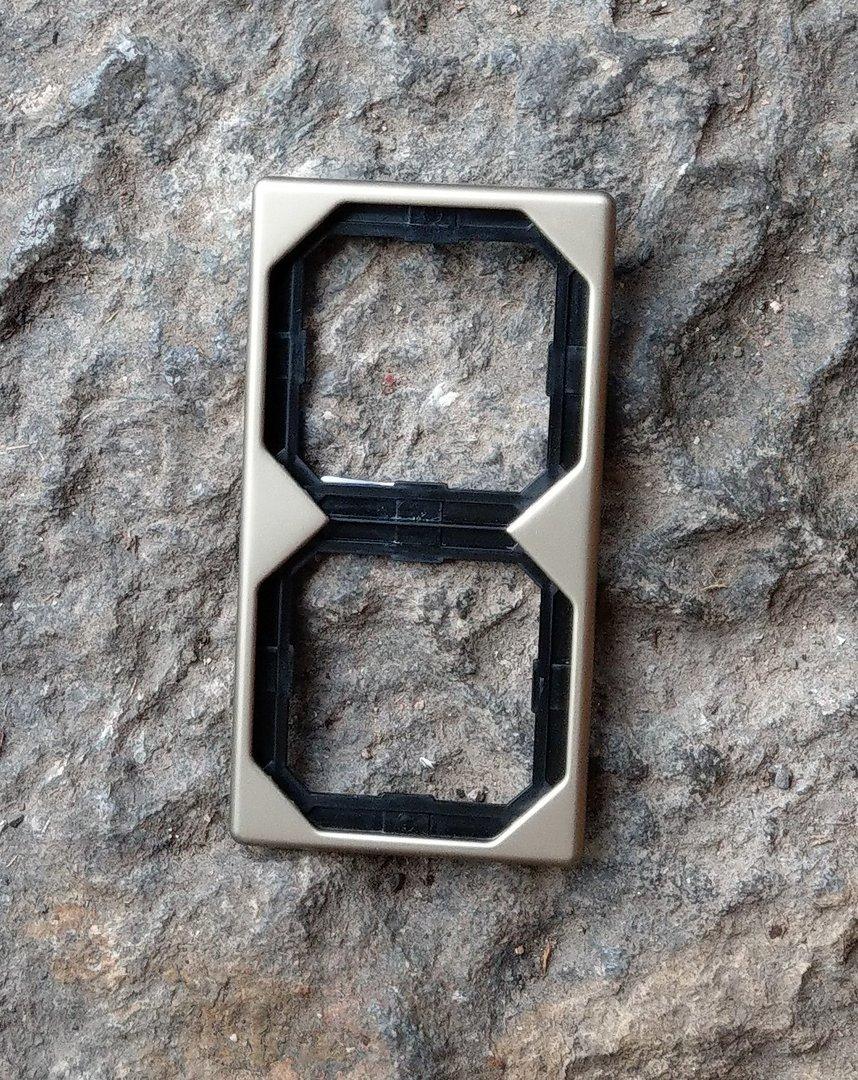Merten Octocolor 2-fach Rahmen / bronze / Steckdose / Dimmer